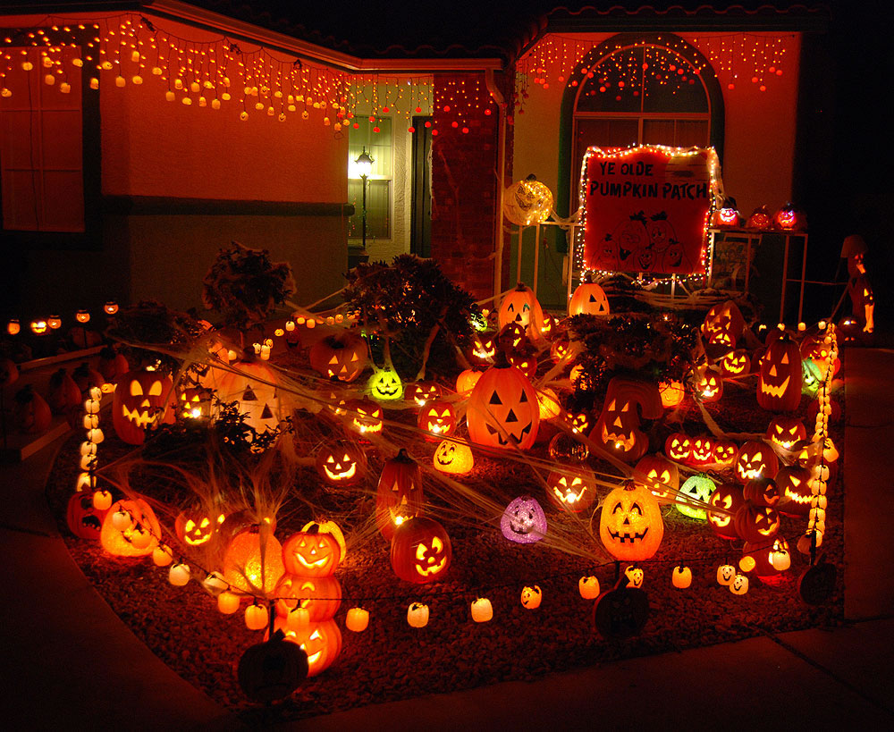 halloween decorated house thriller