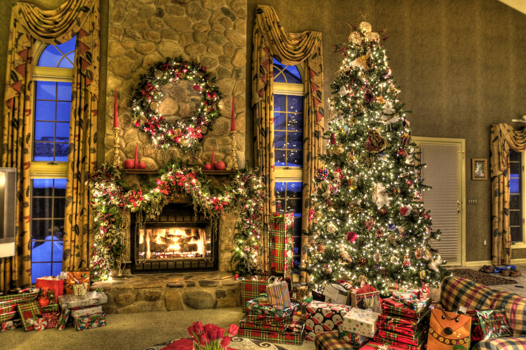 christmas_family_room_hdr_by_dreamingindigital-d2g4o5x