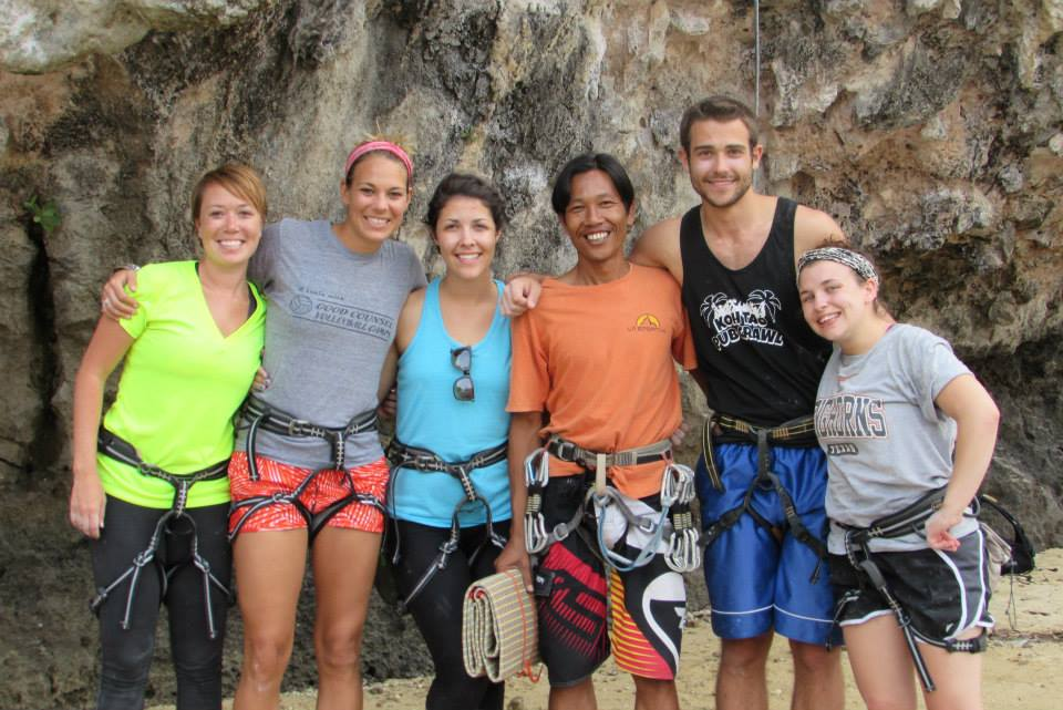 rock-climbing-with-friends-in-thailand